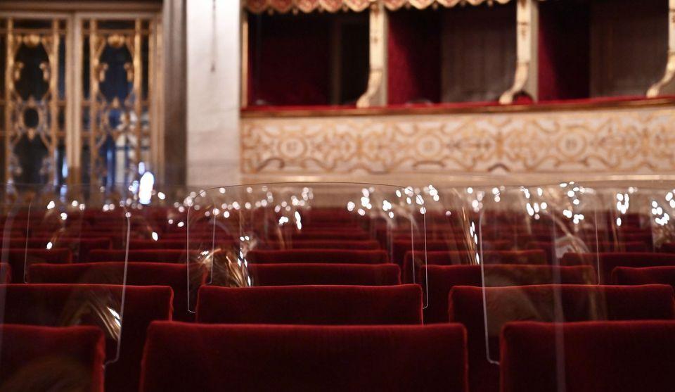 Nuovo dpcm, si va verso chiusura cinema e teatri. Ma le messe sono consentite