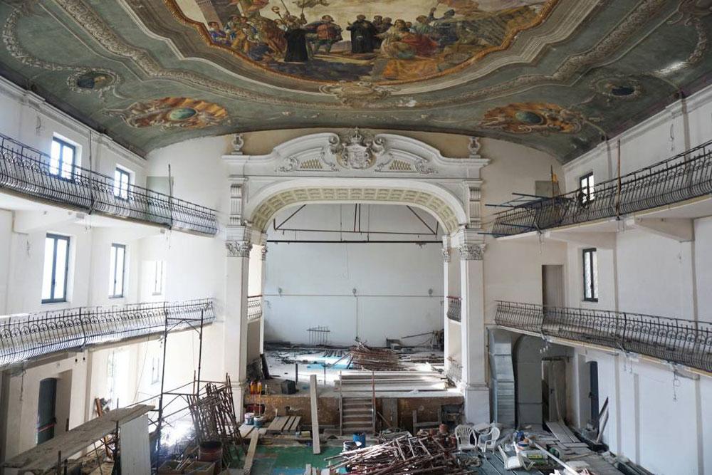 Savona, annuncio di vendita per una casa indipendente, ma in realtà è un teatro