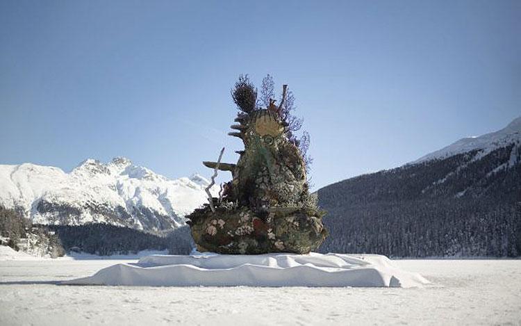 Damien Hirst colloca monumentale scultura sul lago ghiacciato di St.Moritz