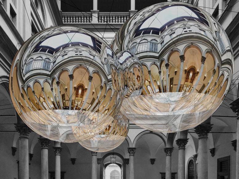 Firenze, a Palazzo Strozzi arrivano le grandi sfere sospese di Tomás Saraceno