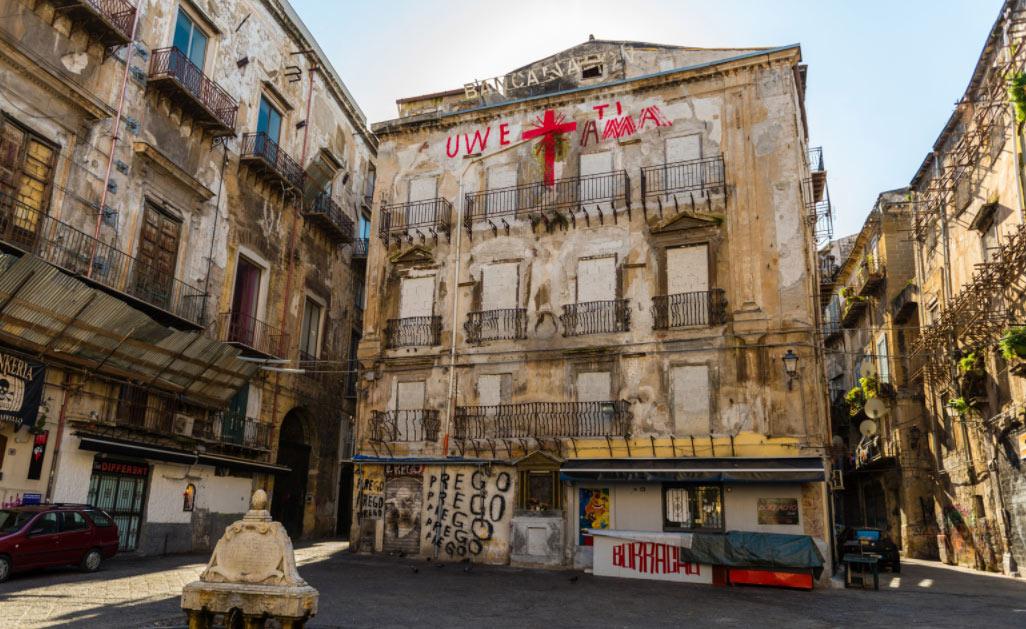"""Palermo, rischia di sparire l'opera """"Uwe ti ama"""" di Uwe Jäntsch, simbolo della Vucciria"""