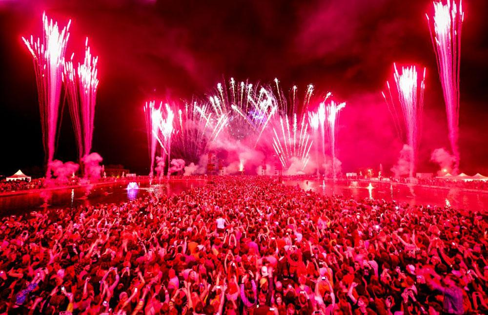 Mega party di musica elettronica alla Reggia di Versailles: a maggio la seconda edizione di Versailles Electro