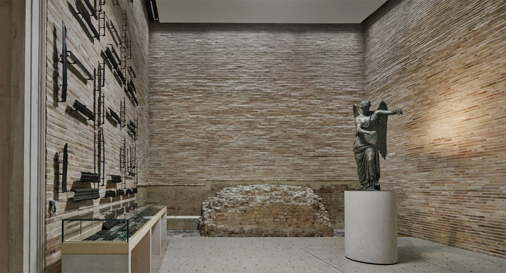 Brescia, la Vittoria Alata collocata nel rinnovato Capitolium
