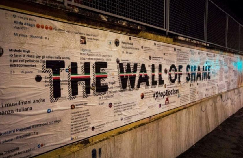 Street art a Roma, i commenti razzisti degli utenti più beceri dei social diventano un murale, opera di Laika