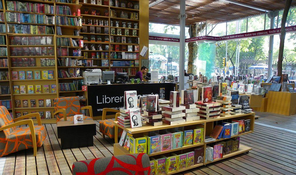 Le librerie sono aperte anche nelle zone rosse: libro considerato bene essenziale