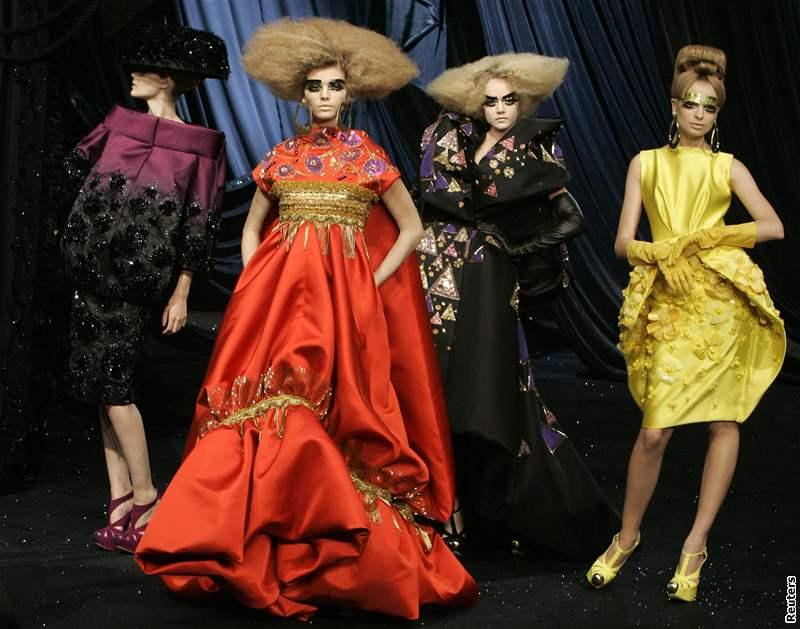 Gli abiti di john galliano ispirati a gustav klimt (2008)