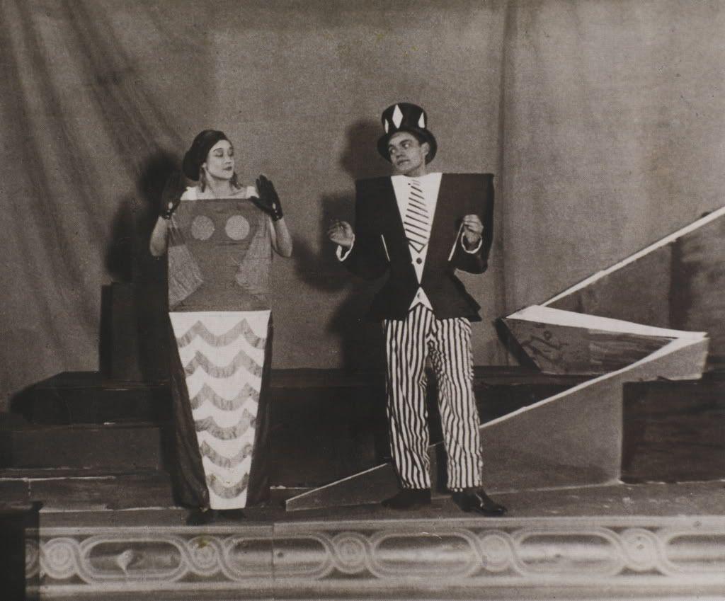 I costumi di sonia delaunay per le coeur à gaz di tristan tzara (1923)