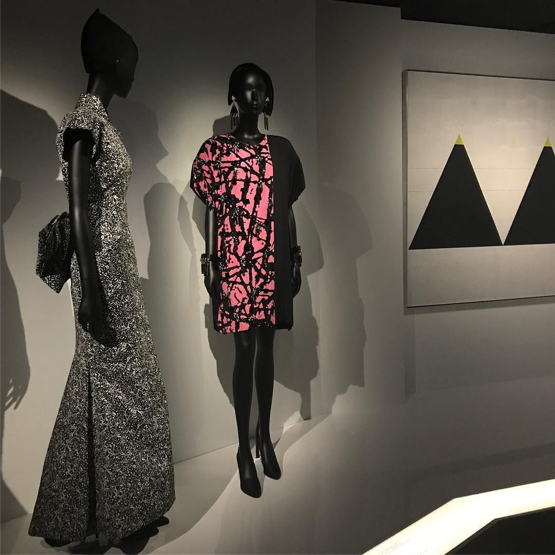 Gli abiti di marc bohan ispirati a jackson pollock (1984)