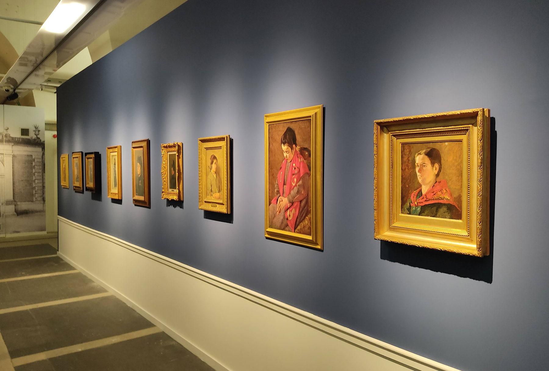 La sezione dei ritratti, la seconda sulla destra Ave Maria di Puccini accostata a Silvestro Lega e Giovanni Fattori