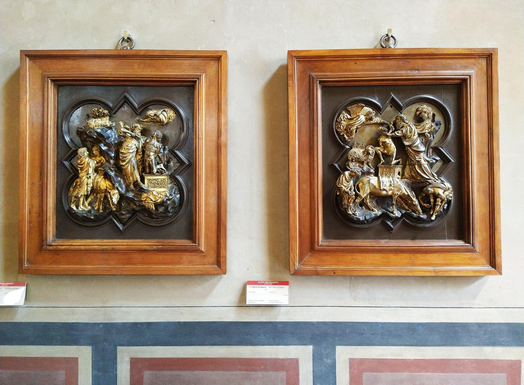 Le due formelle esposte al Museo Nazionale del Bargello