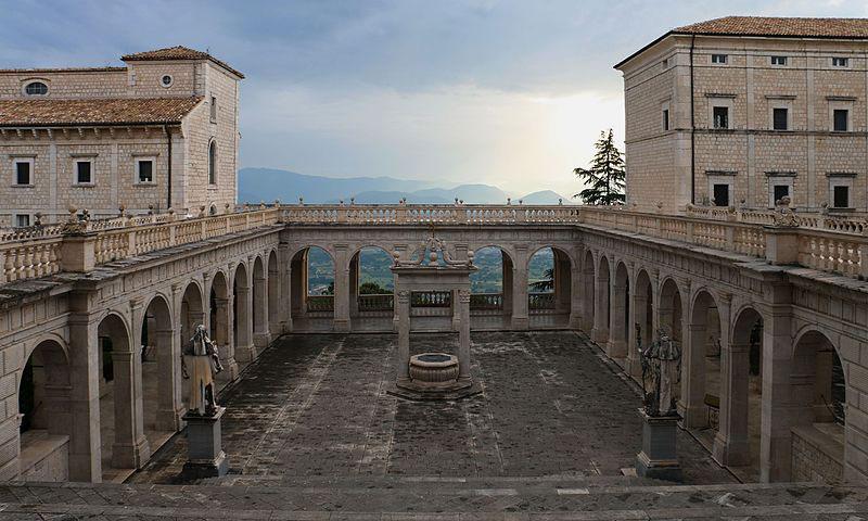 A Montecassino esposto in anteprima mondiale il codice 512 della Divina Commedia