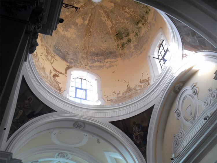Napoli, a rischio gli affreschi barocchi di Ludovico Mazzanti nella collegiata di Marigliano