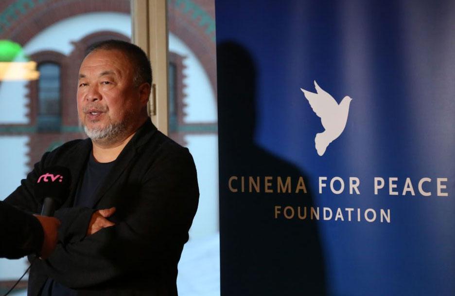 """Ai Weiwei sta realizzando un monumento dedicato a Gorbaciov: """"Un visionario"""""""