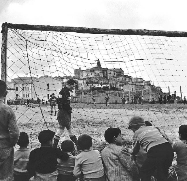 Una mostra sul gioco del calcio come espressione dell'identità individuale e collettiva