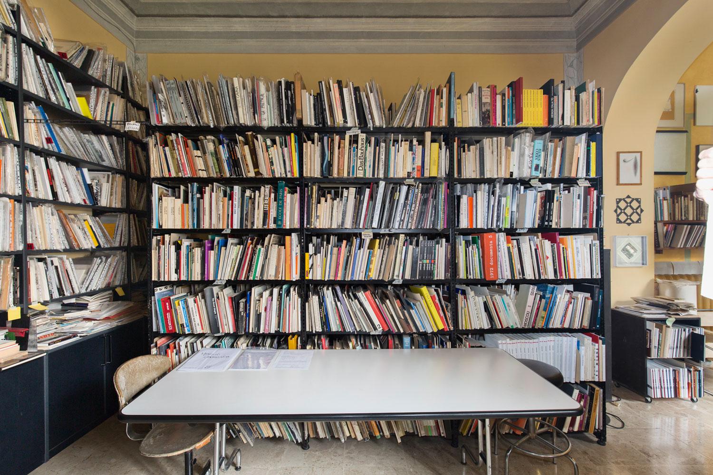 Bel colpo del Pecci di Prato: il museo acquisisce l'intera biblioteca di Lara-Vinca Masini