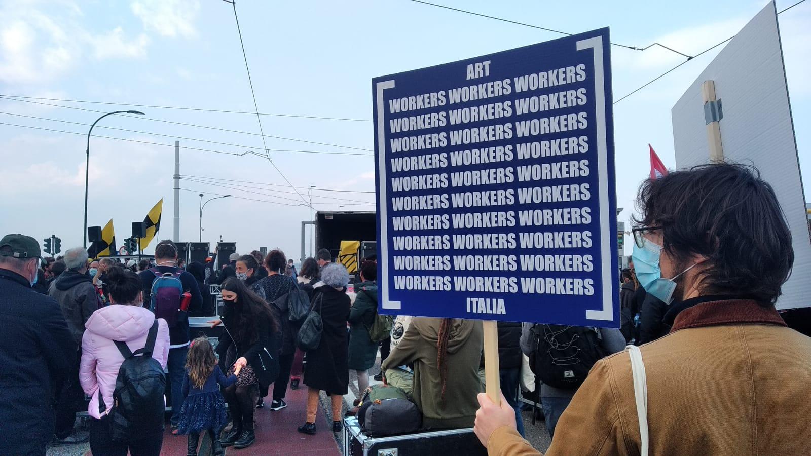 Nell'arte contemporanea, tanti lavoratori qualificati (specie donne) ma guadagnano poco: l'indagine