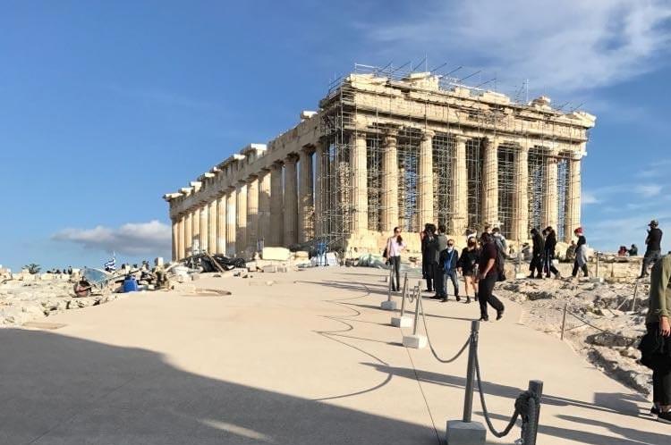Atene, cemento sull'Acropoli: infuria la polemica per le nuove vie d'accesso