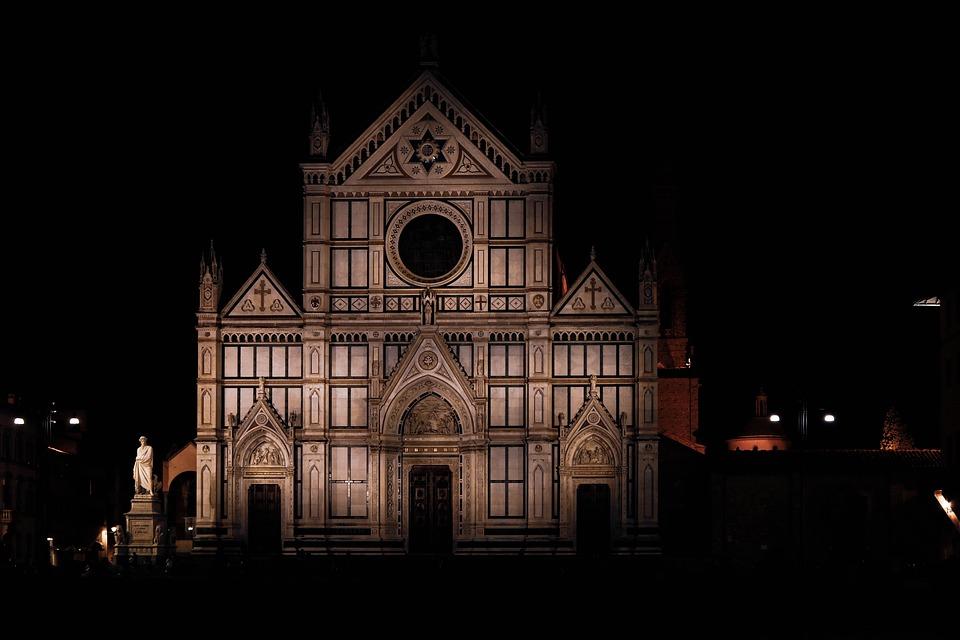 A Firenze, se non consumi a un bar, di notte ti viene proibita buona parte del centro storico