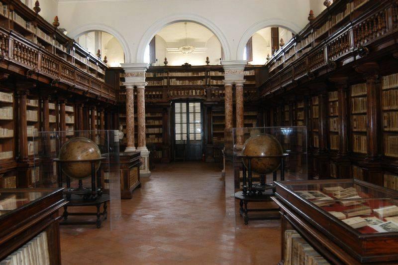Manca il personale, e la Biblioteca Statale di Lucca rischia la chiusura permanente