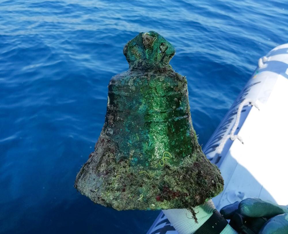 Importante ritrovamento nelle acque di Capo Rizzuto: il relitto della campana di una nave naufragata