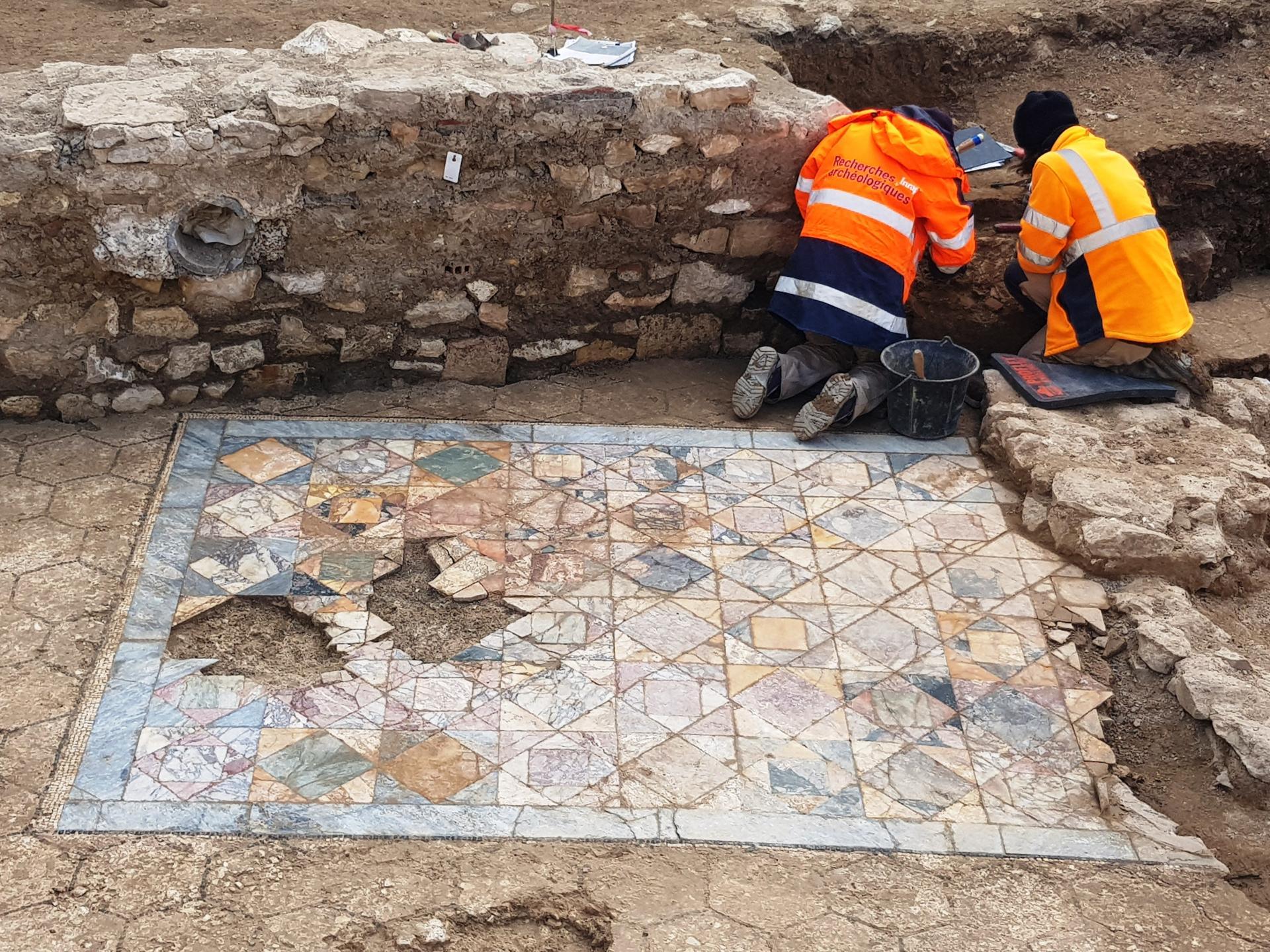 Francia, importante scoperta archeologica a Nîmes: trovate due ricche domus romane
