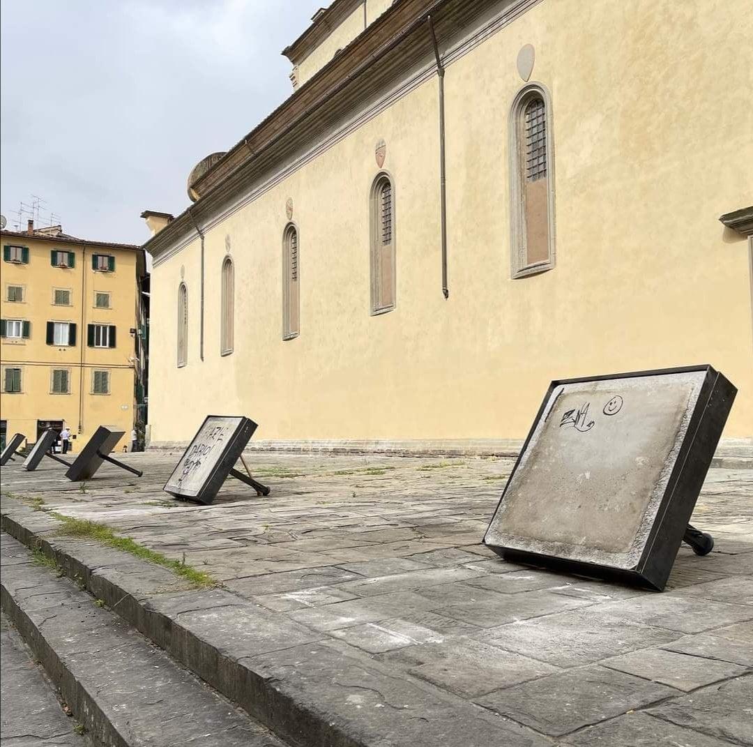 Firenze, il cordone di Santo Spirito dura neanche mezza giornata: distrutto dai manifestanti