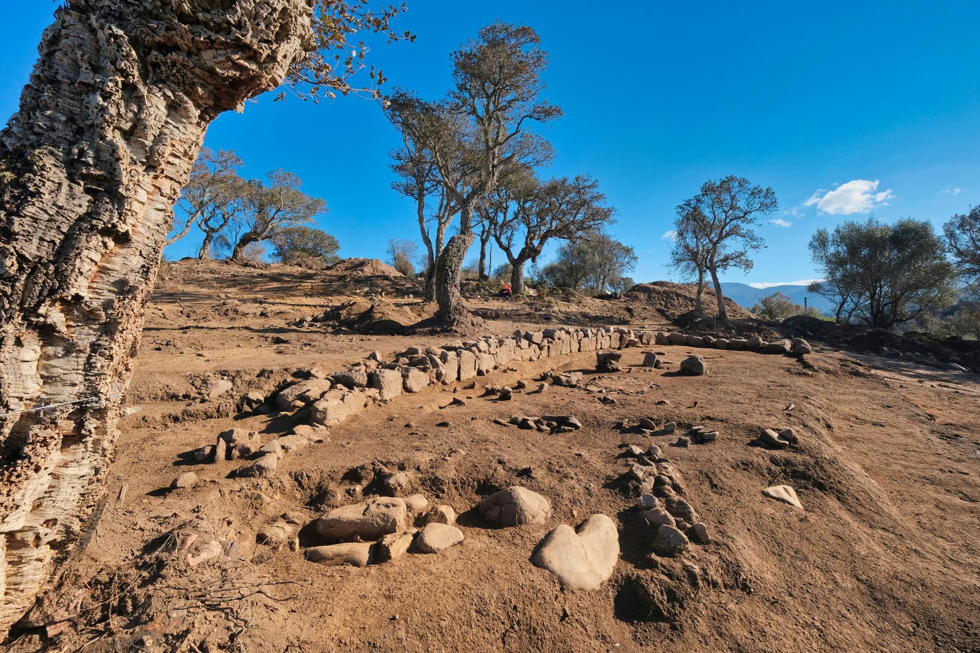"""Corsica, scoperto un villaggio dell'età del bronzo """"eccezionalmente ben conservato"""""""