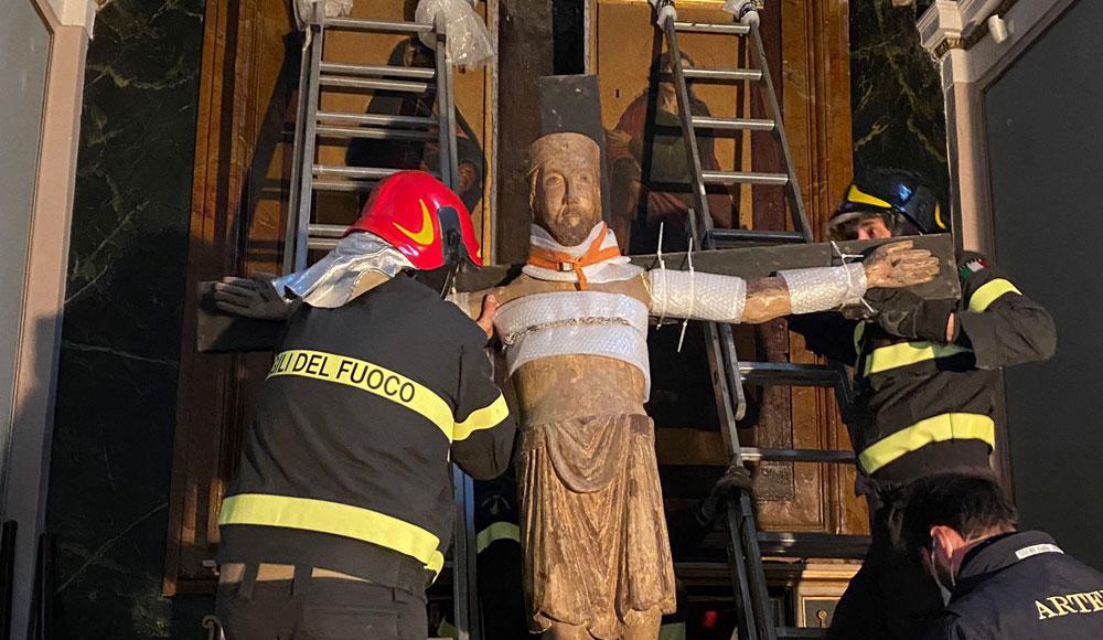 Restauro d'urgenza per il Crocifisso triumphans di Collevecchio: sarà alla grande mostra su Dante di Forlì