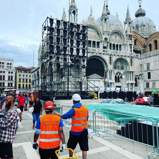 D&G arrivano a Venezia, piazza San Marco chiude a metà e diventa location della sfilata