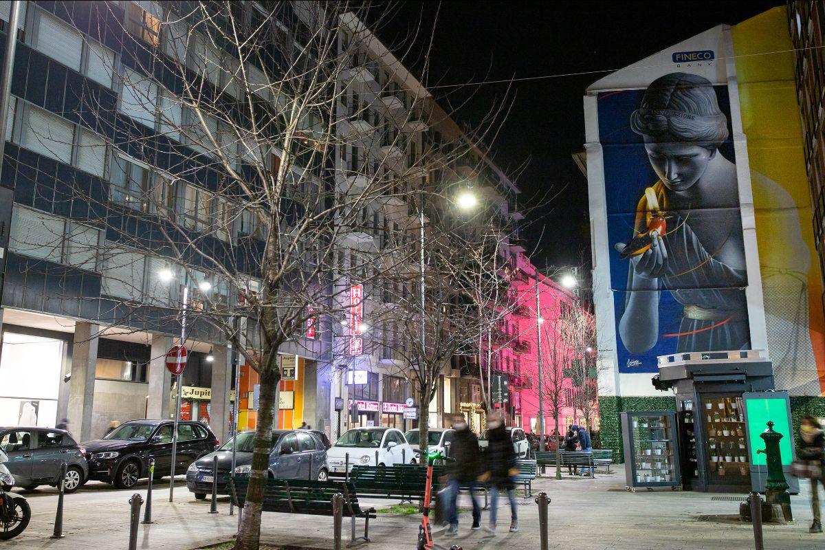 Street art... bancaria: Fineco Bank fa realizzare un murale su un palazzo a Milano
