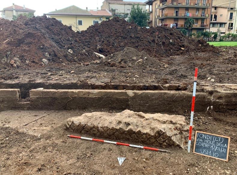 Fondi (Latina), importante scoperta archeologica: riemerge porzione di anfiteatro romano