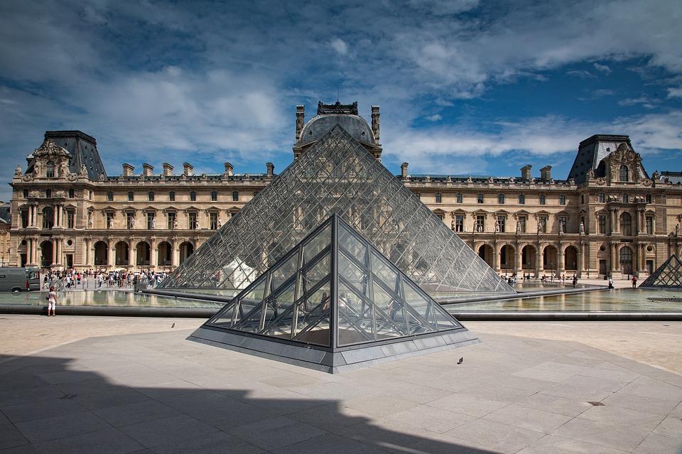 Francia, il green pass frena la cultura e il governo dovrà intervenire con aiuti