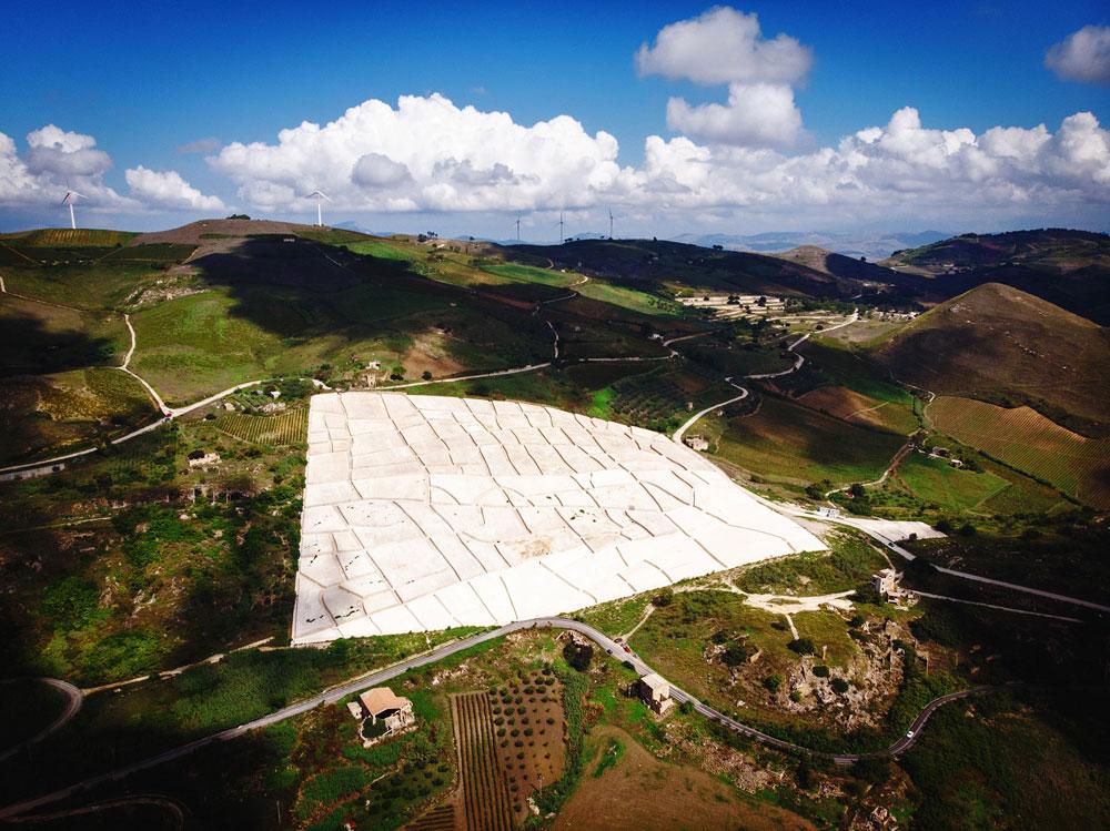 Alba dedica due mostre ad Alberto Burri, dai Catrami al Grande Cretto di Gibellina