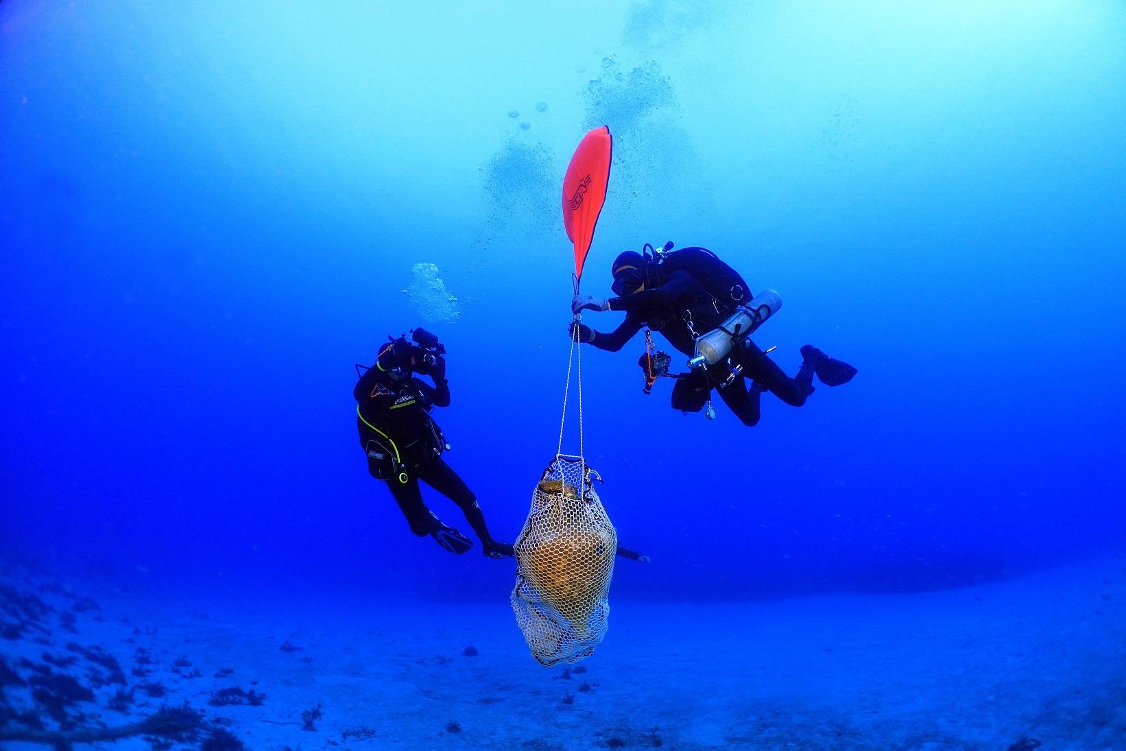Grecia, scoperta antica nave romana affondata, con un prezioso carico di anfore
