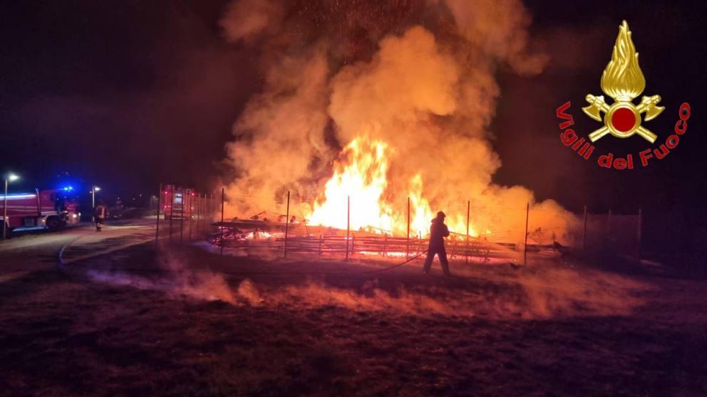 Lodi, incendio distrugge quello che restava della Cattedrale Vegetale di Giuliano Mauri