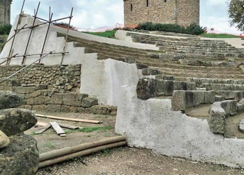 Paestum, grossa polemica sui lavori al teatro di Velia. La direzione precisa