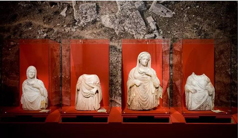Il Louvre contro il traffico illecito di beni: esposte sculture dalla Libia e dalla Siria