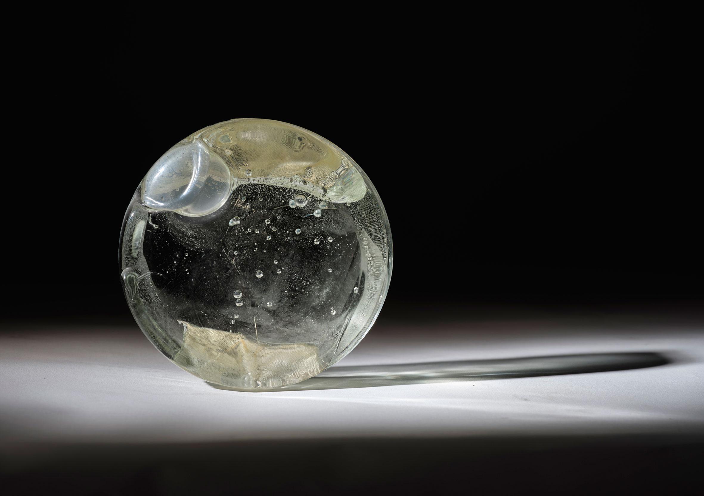 La fragilità della vita sotto forma di bolle di vetro: Lucía Vallejo Garay in mostra a Venezia