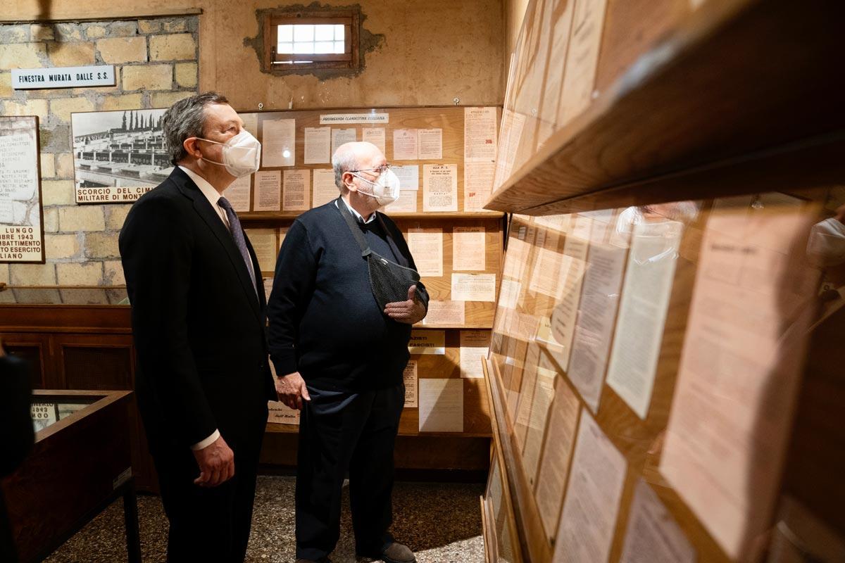 """25 aprile, Draghi visita il Museo di Via Tasso. """"Ora che i musei riaprono, visitatelo"""""""