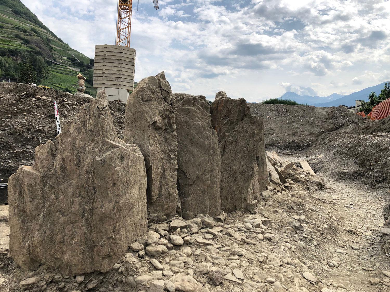 """Svizzera, scoperto un allineamento di 13 menhir nel Canton Vallese: """"Straordinario e raro"""""""