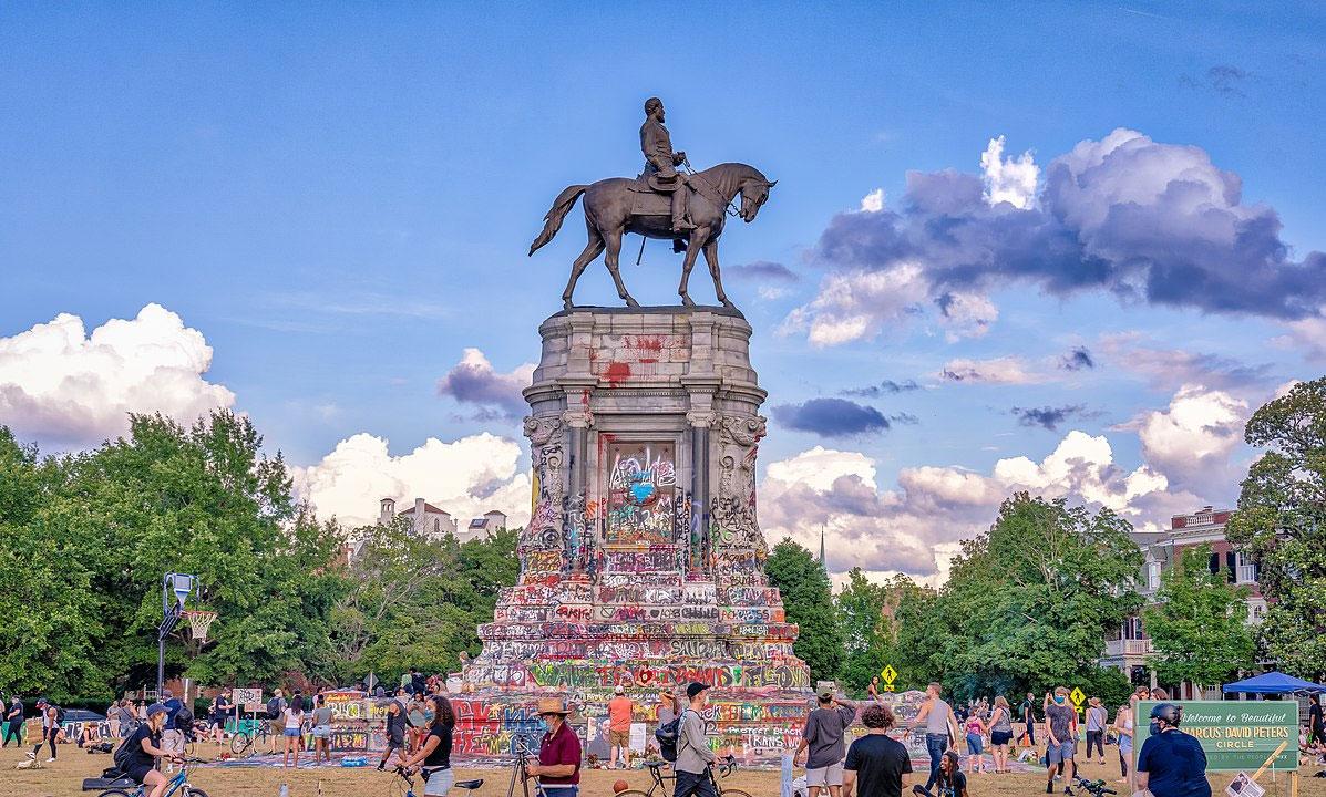 Verrà rimosso il monumento a Robert E. Lee di Richmond, simbolo delle proteste BLM
