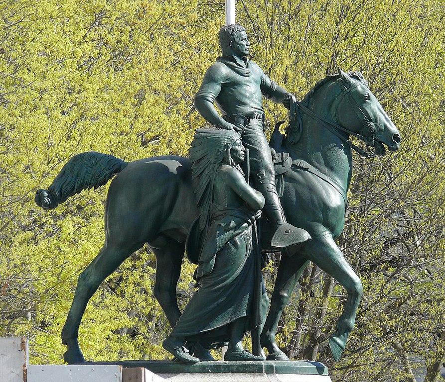 """New York decide, via il monumento """"razzista"""" di Roosevelt dal Museo di Storia Naturale"""