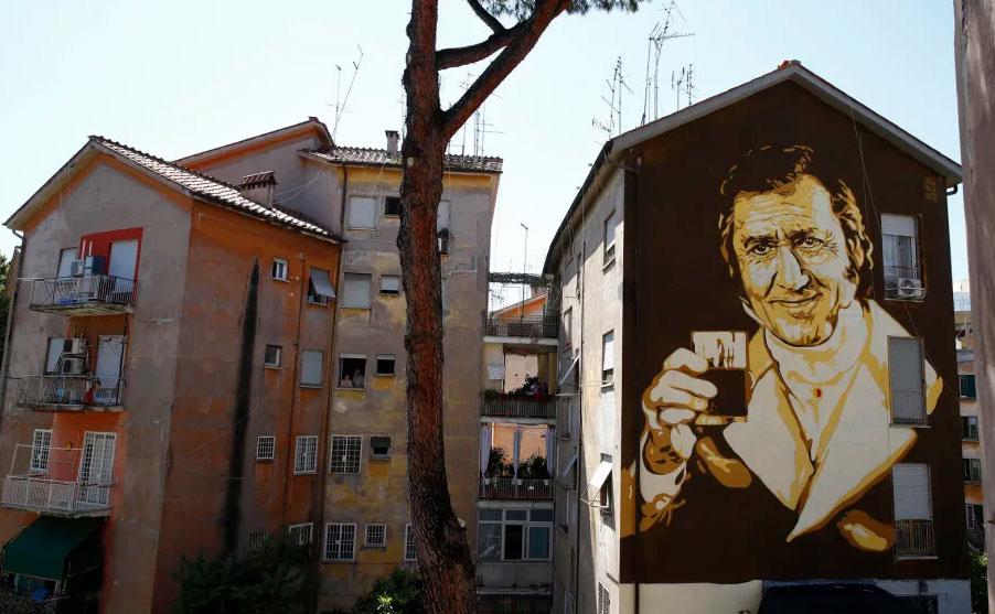 Roma, inaugurato murale dedicato ad Alberto Sordi e al marchese del Grillo
