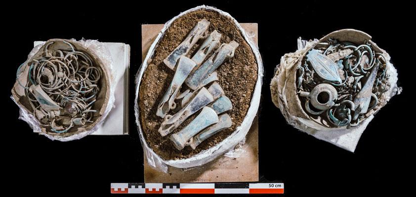 Francia, archeologi scoprono un raro tesoro di decine di oggetti dell'età del bronzo