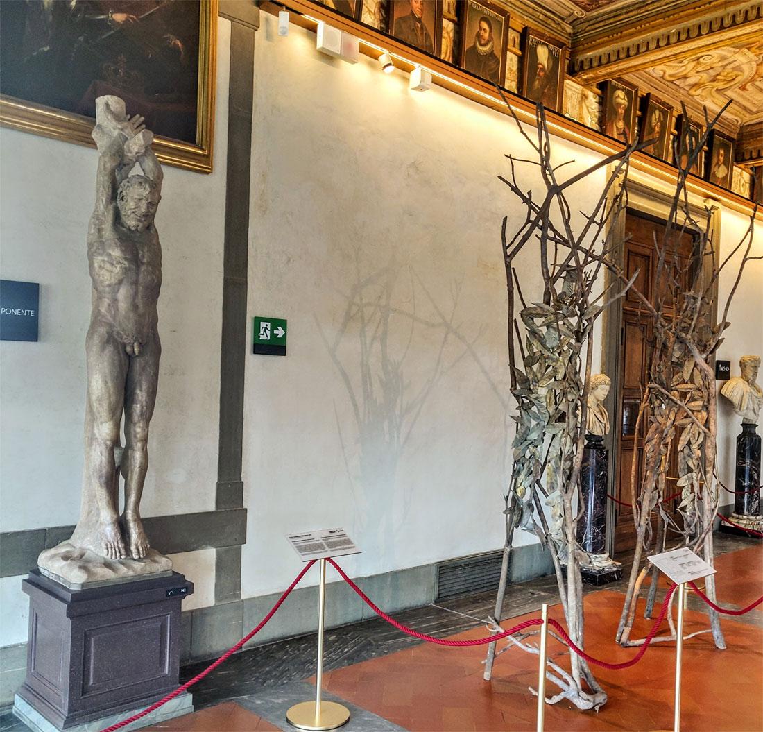 """Gli """"alberi in versi"""" di Giuseppe Penone sono in mostra agli Uffizi"""