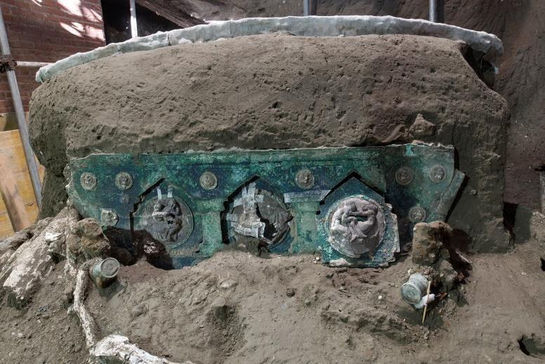 """Pompei, ritrovato un carro da parata in ottime condizioni: """"un unicum in Italia"""""""