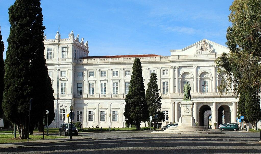 Il Portogallo riapre musei, cinema, teatri, bar all'aperto. Però con regole rigide