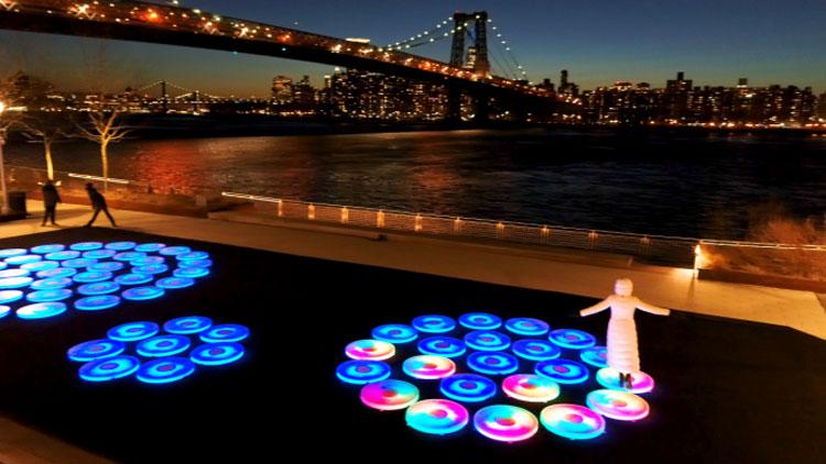 Brooklyn, piattaforme interattive si illuminano a ogni passo