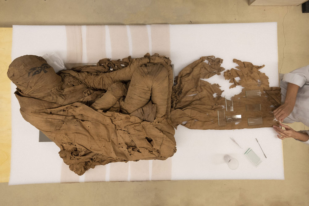 Restaurata un'antica mummia egizia di 4500 anni fa. Sarà in mostra a Bra