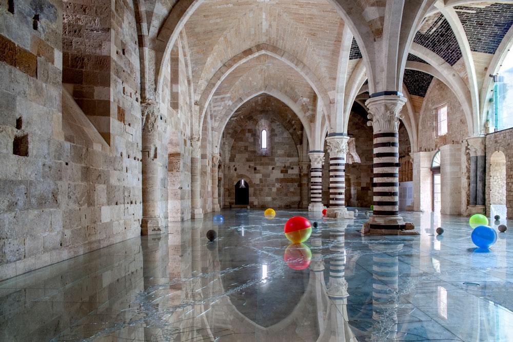 Per la prima volta in Sicilia l'installazione di specchi calpestabili di Alfredo Pirri